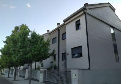 Chalet adosado en calle Arandilla, nº 16