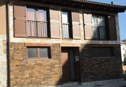 Casa adosada en calle de Julián Gayarre, 1
