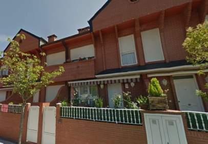 Casa adosada en calle Pintor Angel Alonso, nº 20