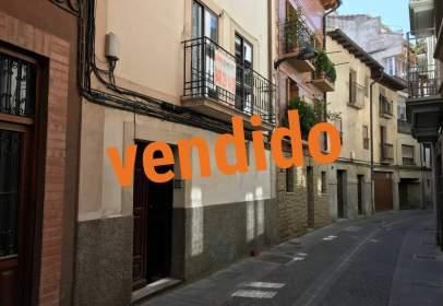 Casa en calle Genaro Vallejos