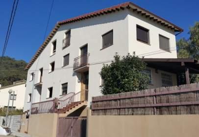 Casa adossada a calle Mosqueroles