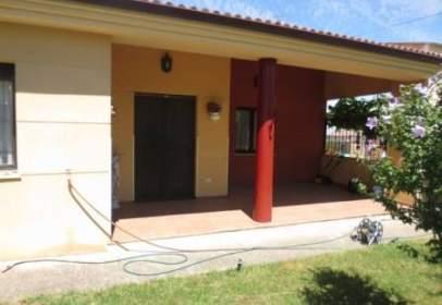 Casa en calle Montuenga