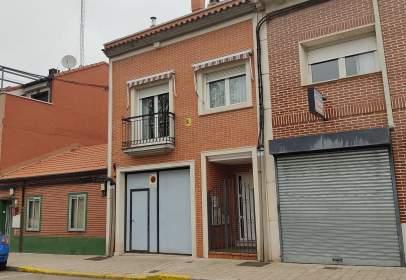 Casa pareada en calle de Villabáñez, cerca de Camino Viejo del Polvorín