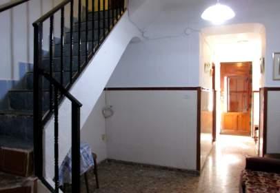 Casa en calle del Carmen, cerca de Calle de Ramón y Cajal