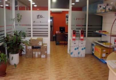 Nau comercial a calle de Azuela, prop de Calle del Vanadio