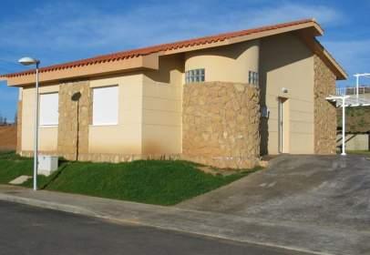Casa pareada en Valverde de La Virgen
